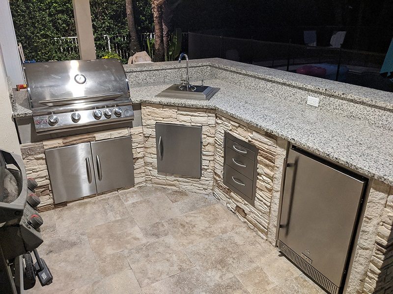 Outdoor-Kitchen-with-Stone
